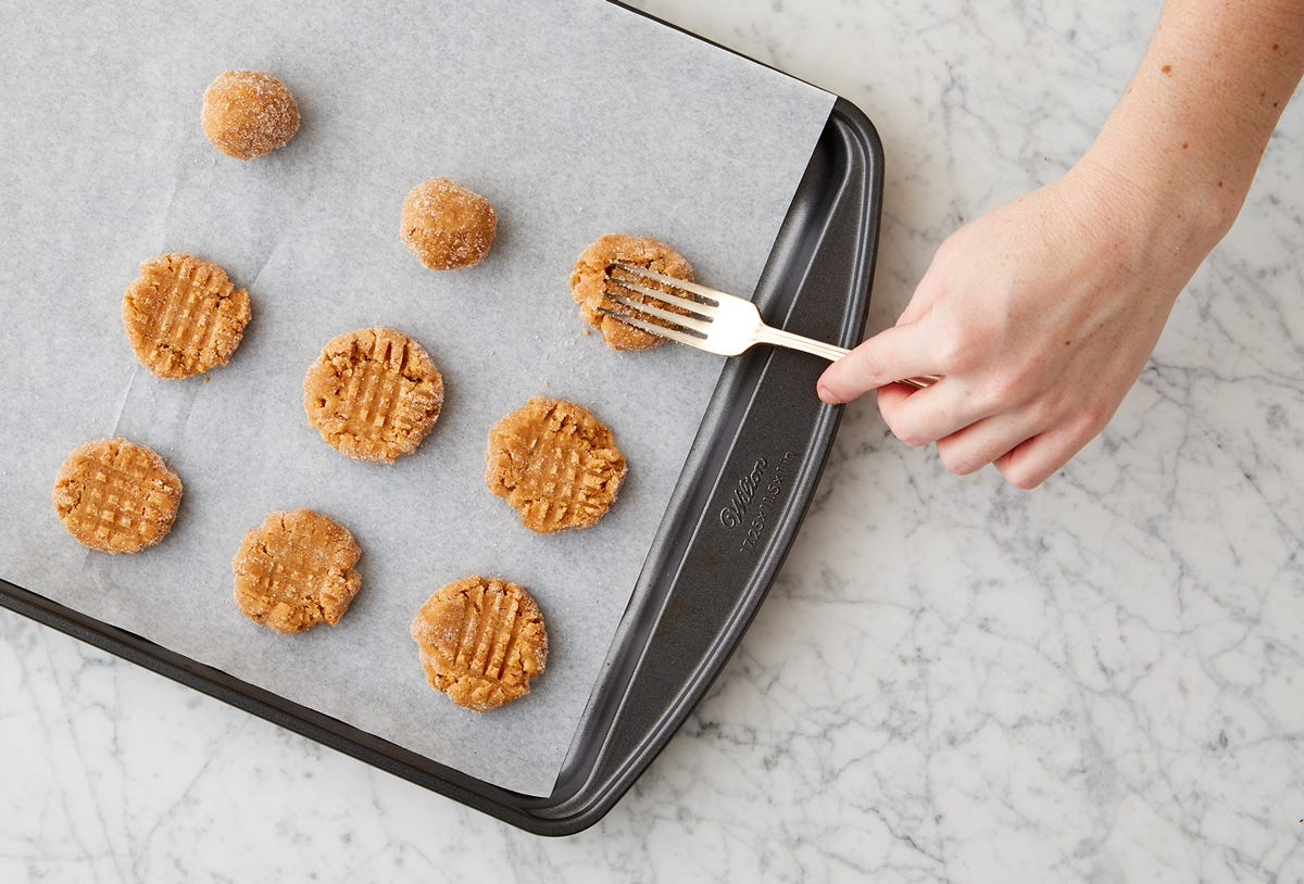PEANUT BUTTER COOKIES WITH DARK CHOCOLATE AND SEA SALT