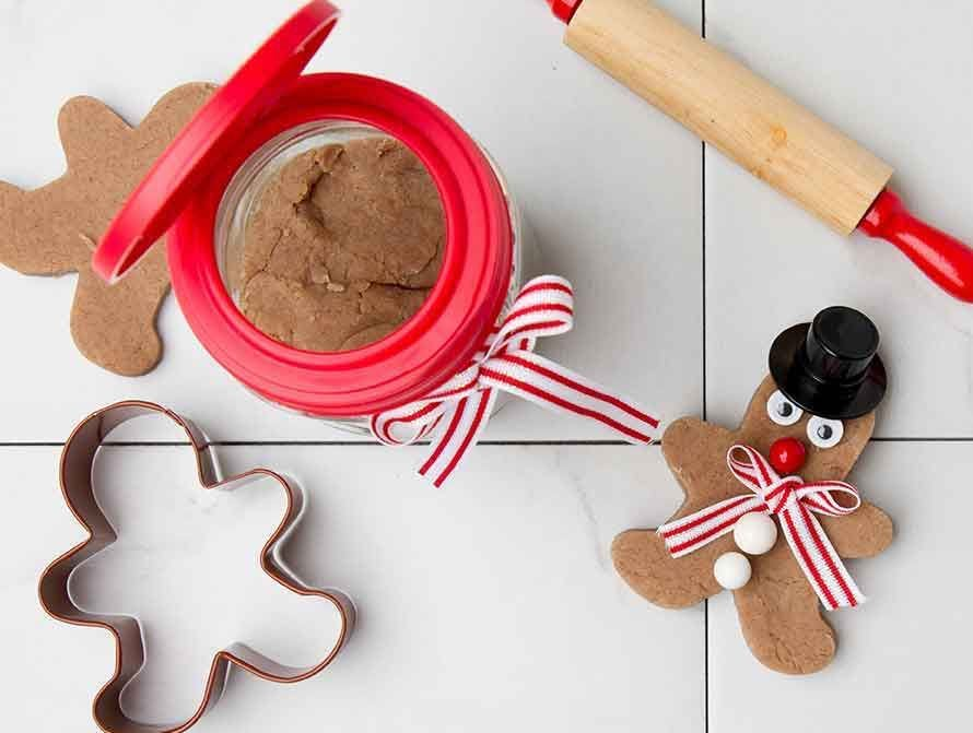Gingerbread Play Dough in a Mason Jar how to.